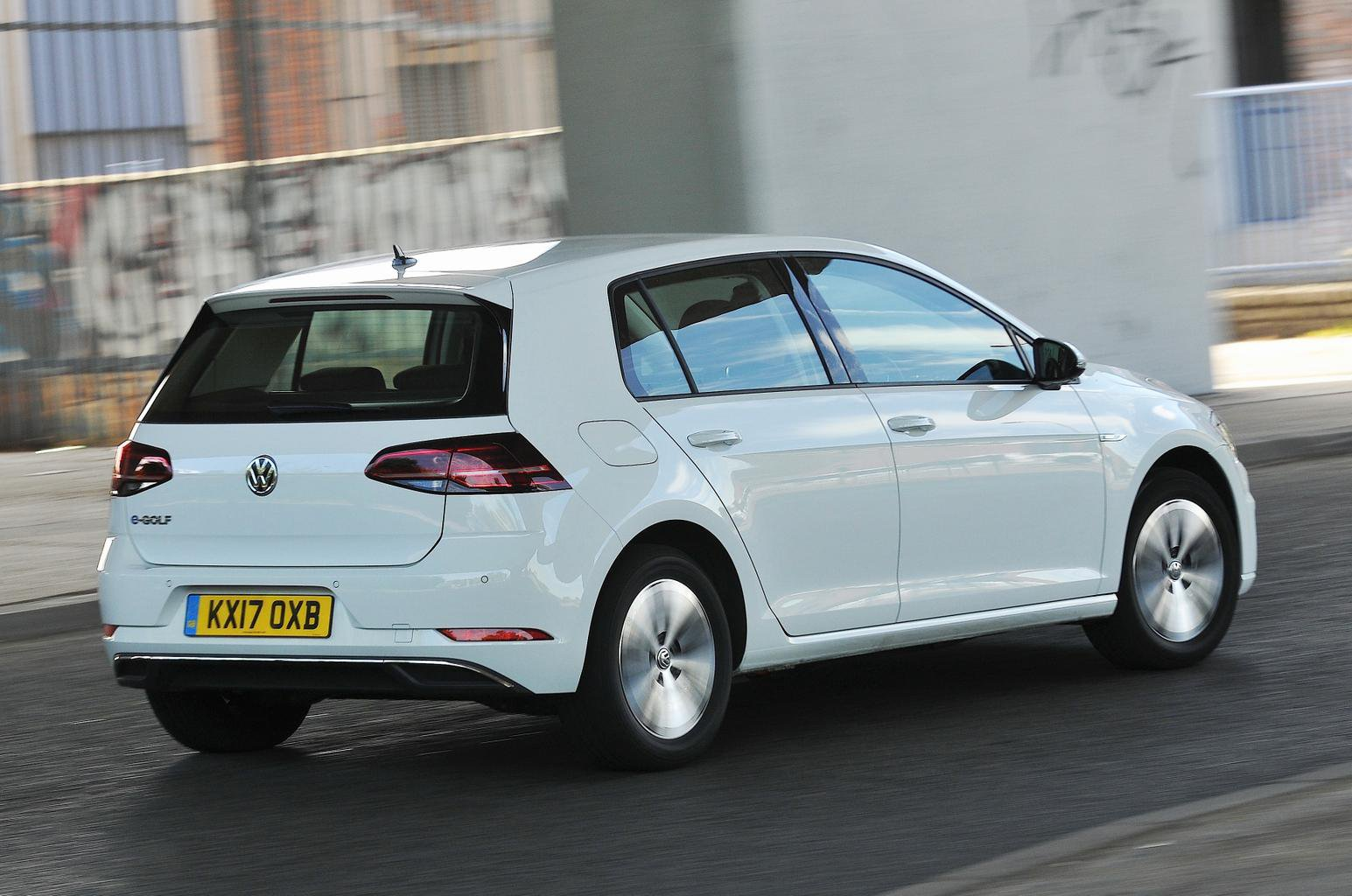 New Volkswagen e-Golf vs BMW i3