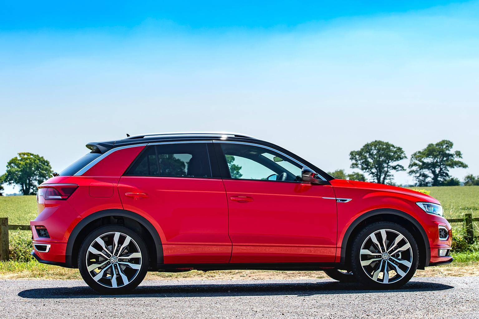 2018 volkswagen t roc 1 5 tsi dsg r line review price specs and release date what car. Black Bedroom Furniture Sets. Home Design Ideas