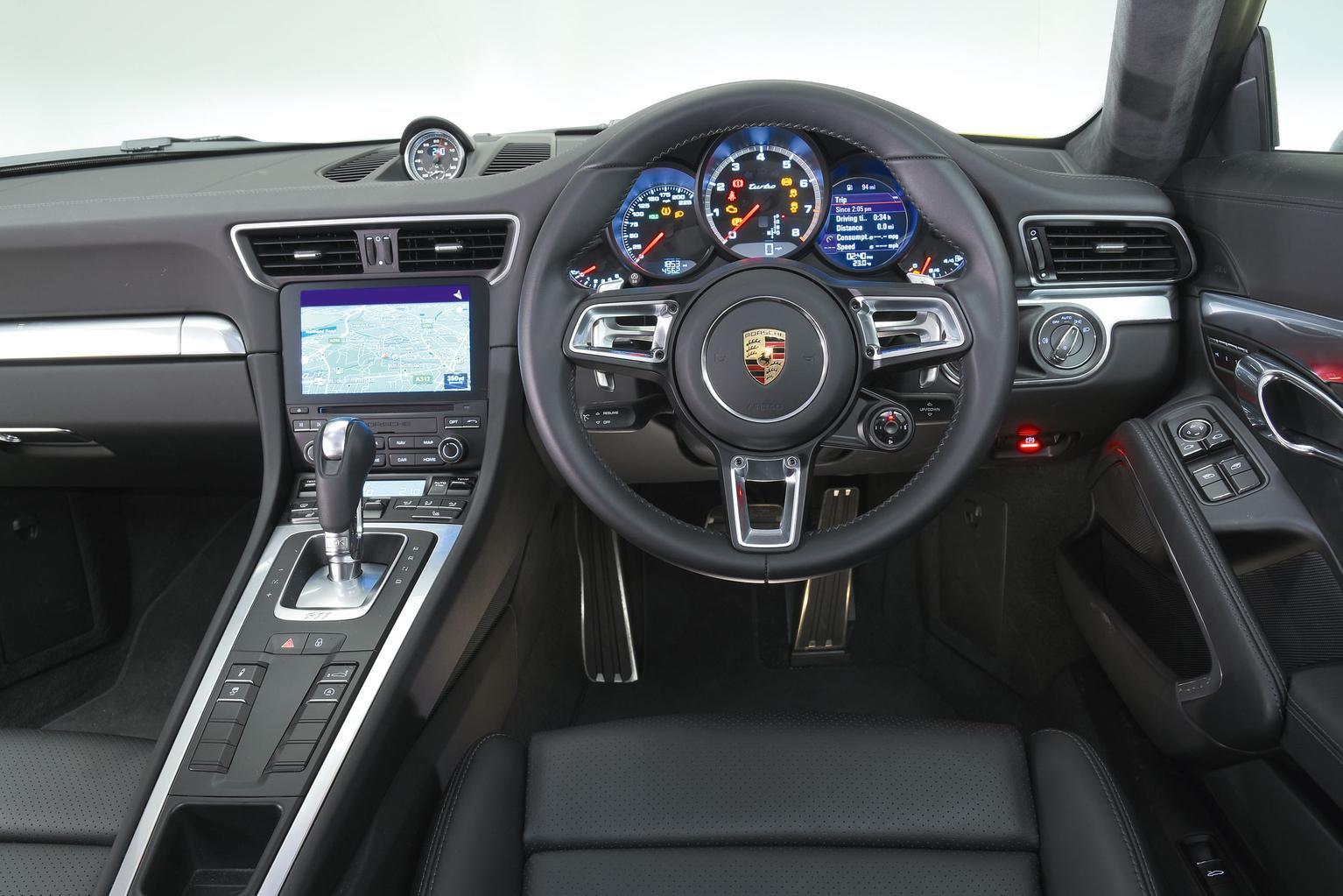Audi R8 vs Porsche 911 Turbo