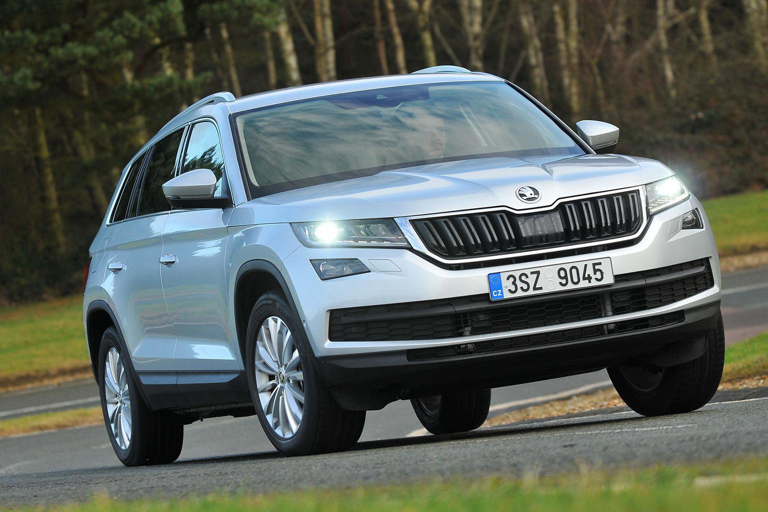 New Skoda Kodiaq vs Land Rover Discovery Sport vs Toyota Land Cruiser
