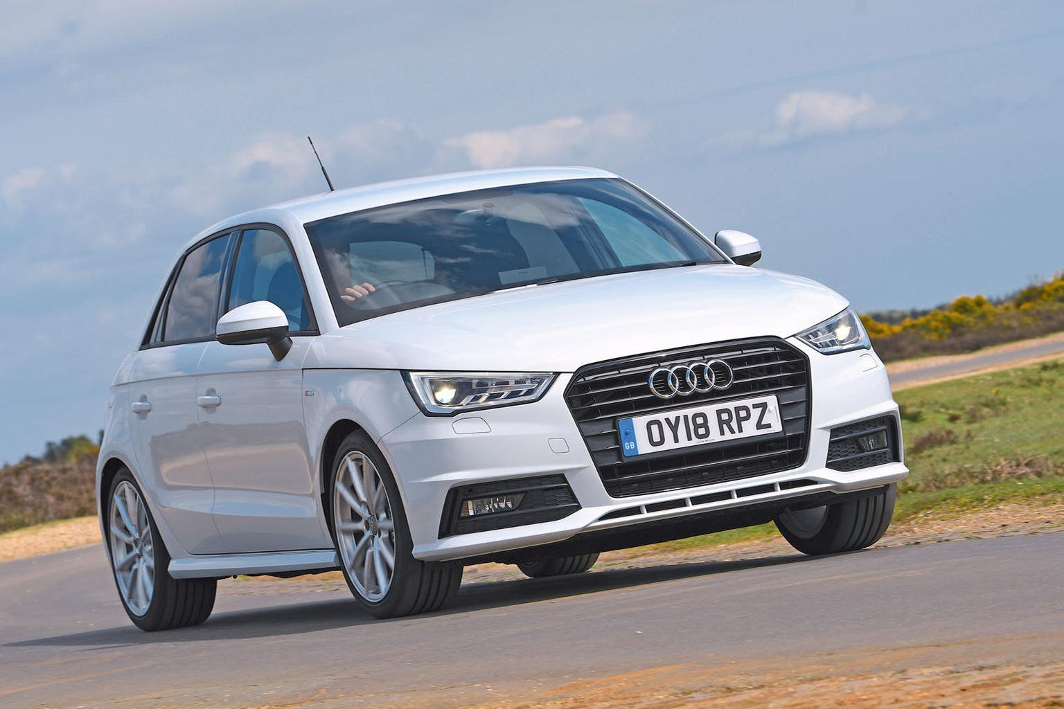 New Mini 5dr vs Audi A1 Sportback vs Ford Fiesta
