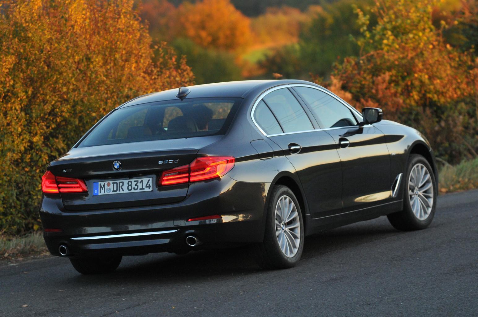 New BMW 530d vs Jaguar XF V6 Diesel