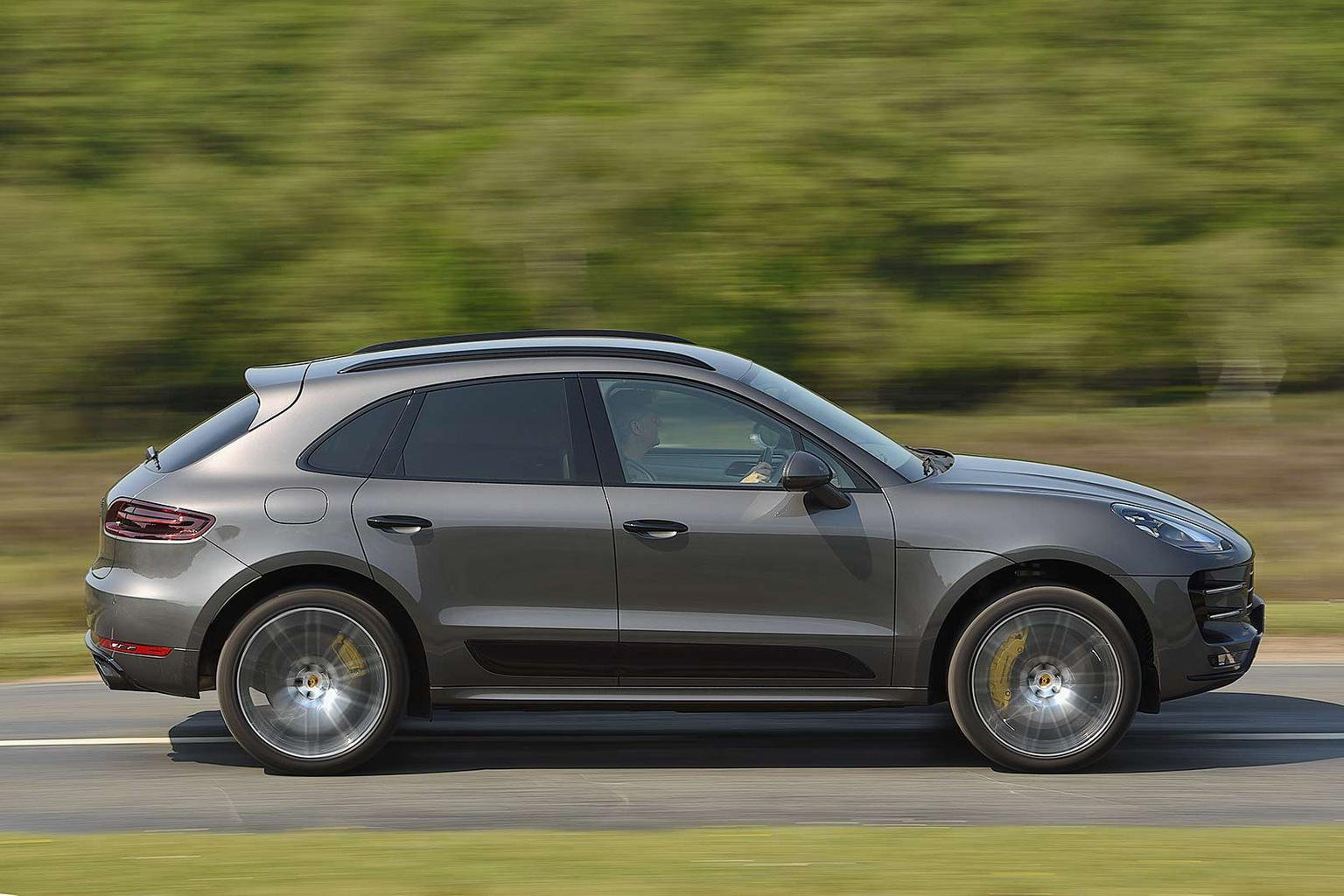 New Mercedes-AMG GLC vs Porsche Macan