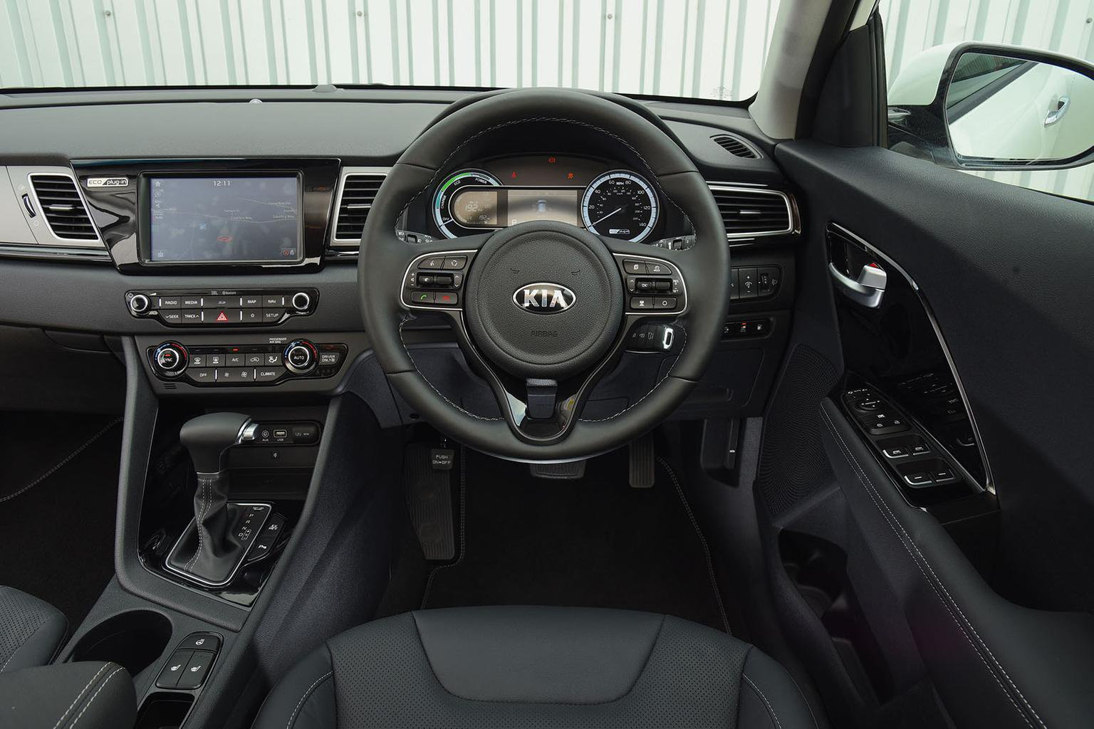 2017 Kia Niro Phev Review Price Specs And Release Date
