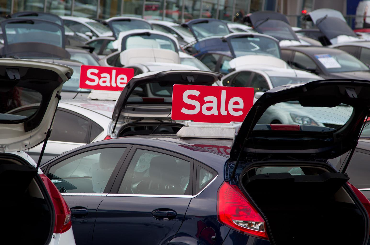 Government blamed for fall in car sales
