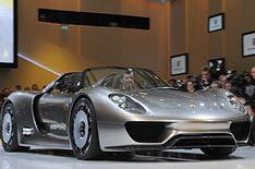 Porsche 918 Spyder revealed
