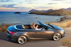 2013 Vauxhall Cascada pictures released