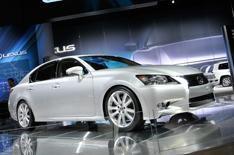 Executive and luxury: Lexus - Mercedes