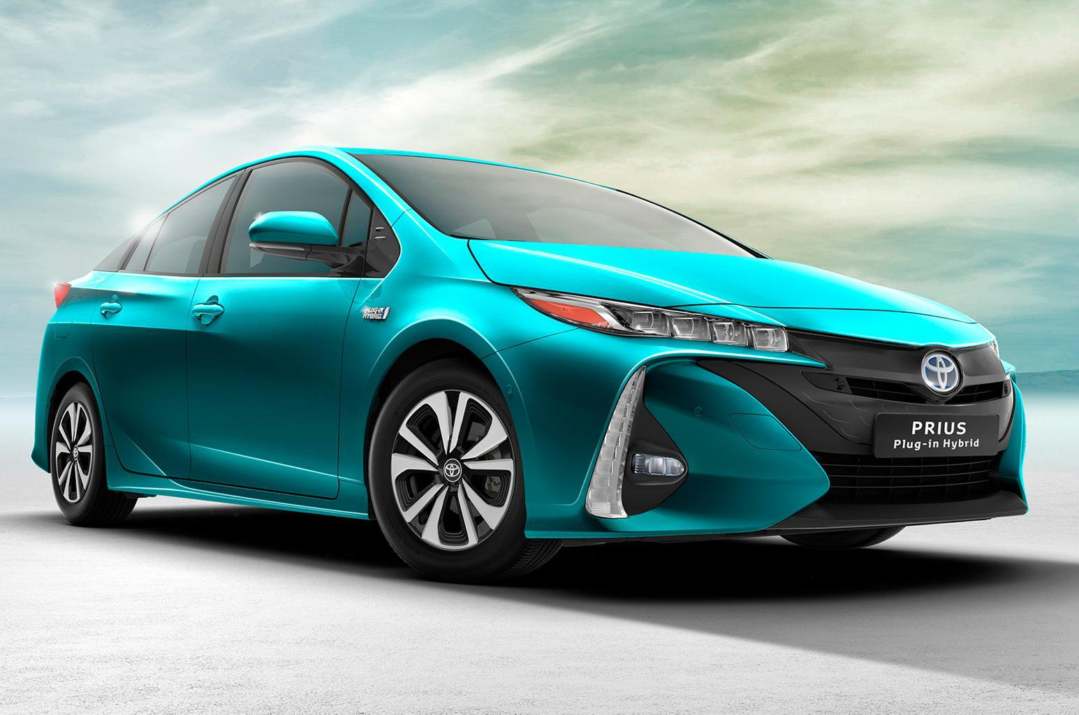 Toyota Prius Plug-in Hybrid revealed at New York motor show