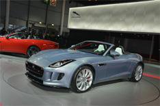 Jaguar takes 2000 F-type pre-orders