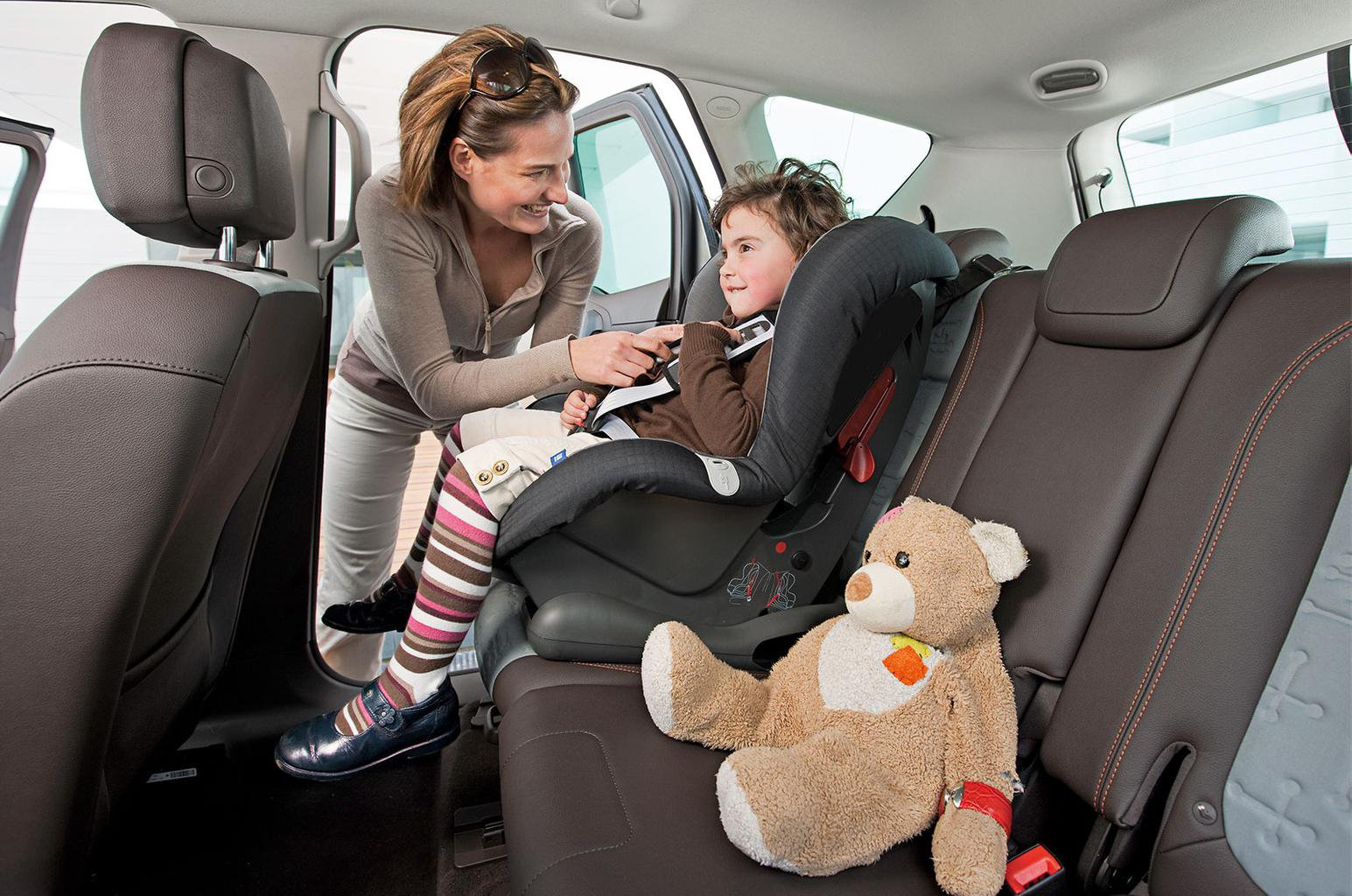 Child car seats: should I buy an i-Size seat?