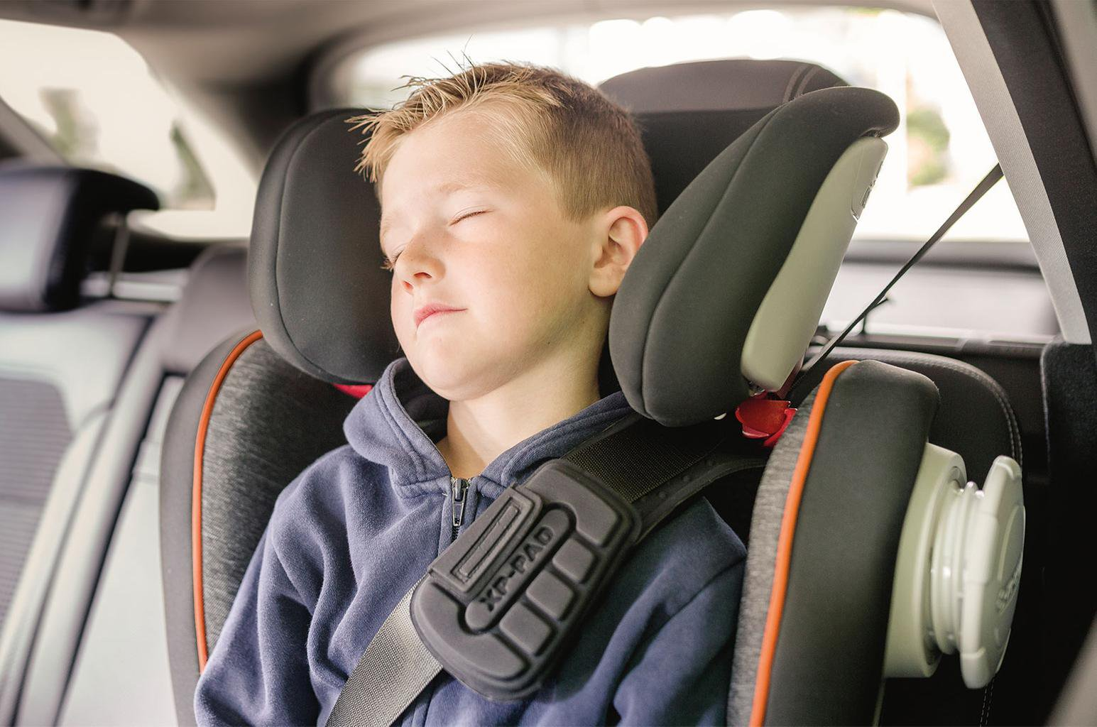 Child car seats: rearward vs forward facing,