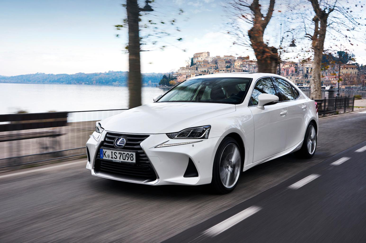 2017 Lexus IS300h review