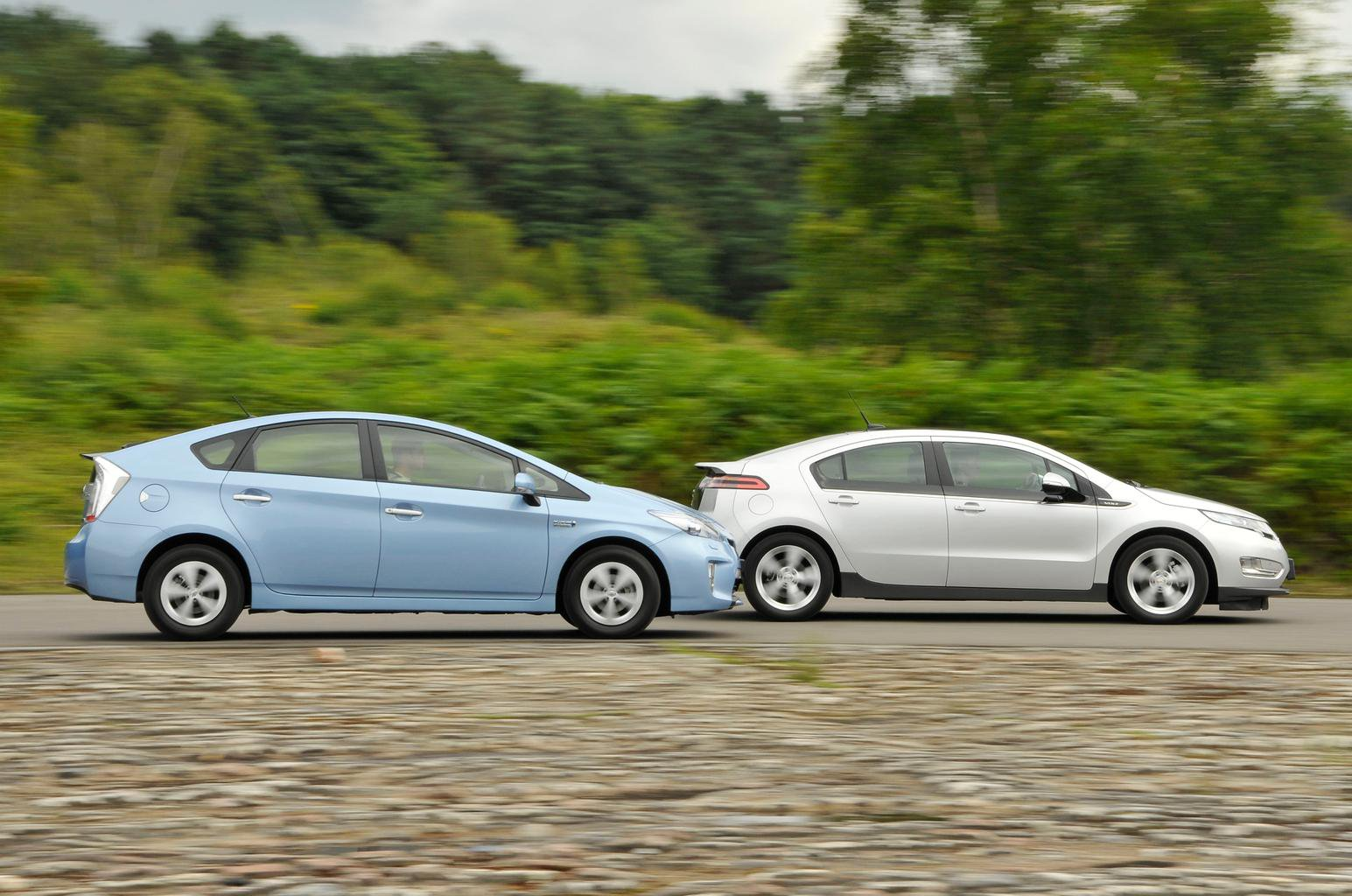 Used Test Sel Busters Chevrolet Volt Vs Toyota Prius Plug In