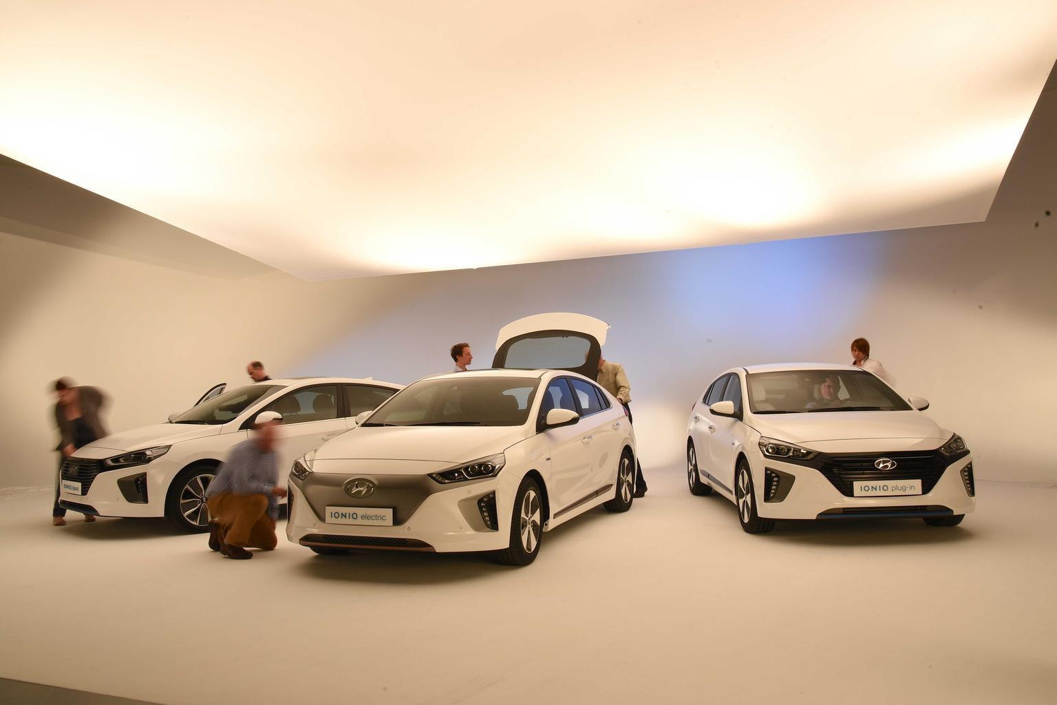 2016 Hyundai Ioniq - video reader review