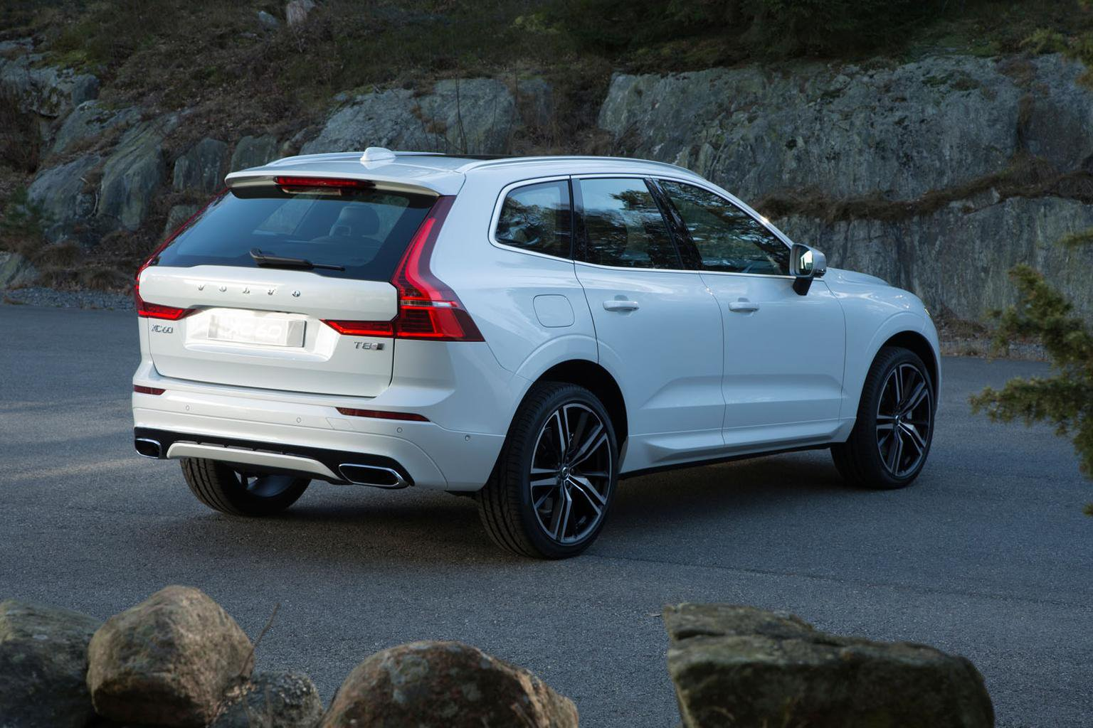 2017 Volvo XC60 engines and equipment