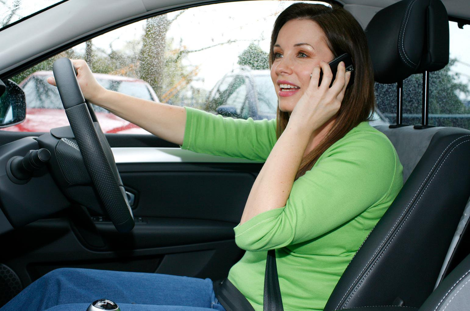 Mobile phone use while driving reaches epidemic levels