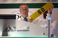 '5 0' plate under the hammer