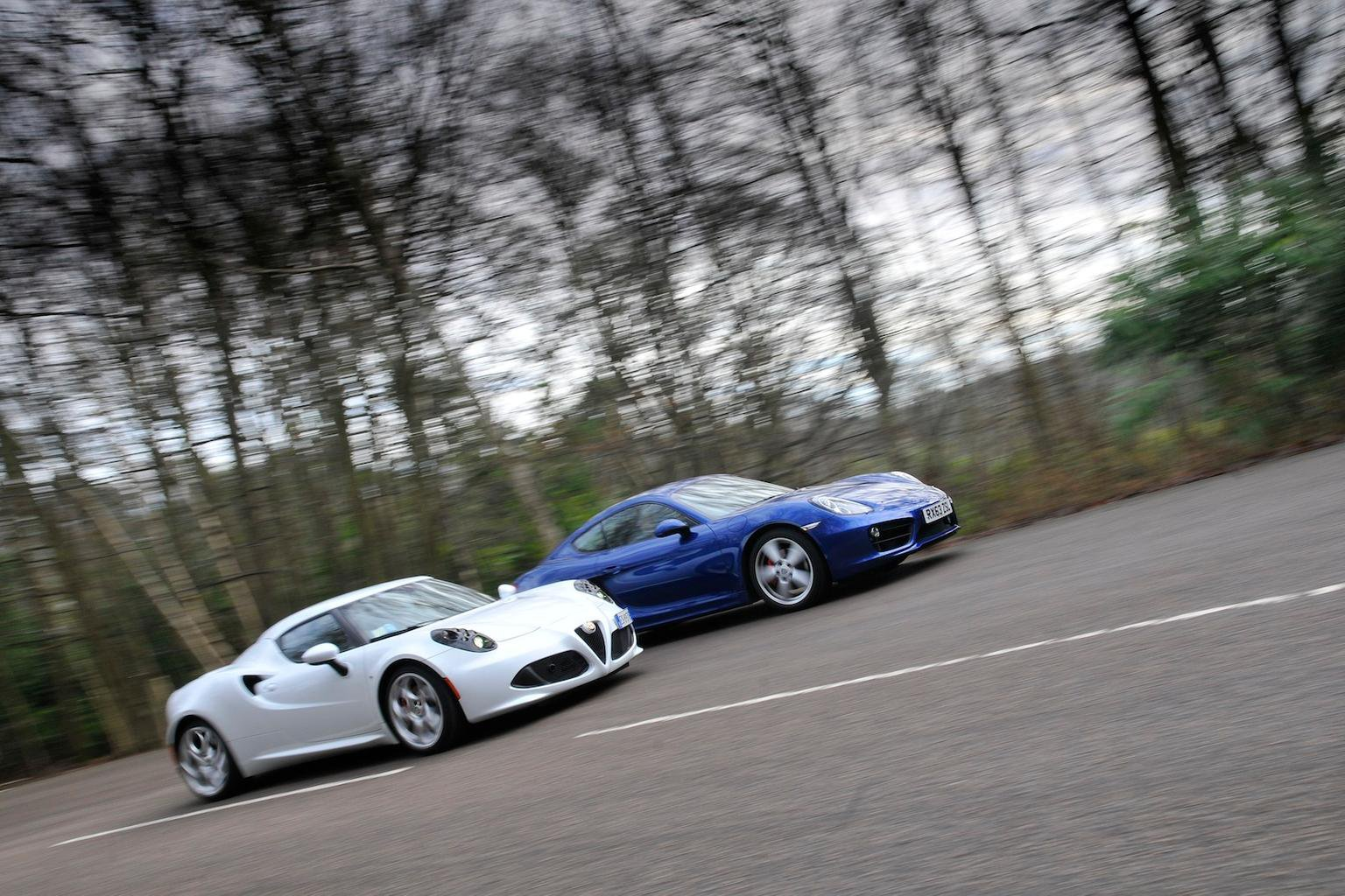 Alfa Romeo 4C vs Porsche Cayman