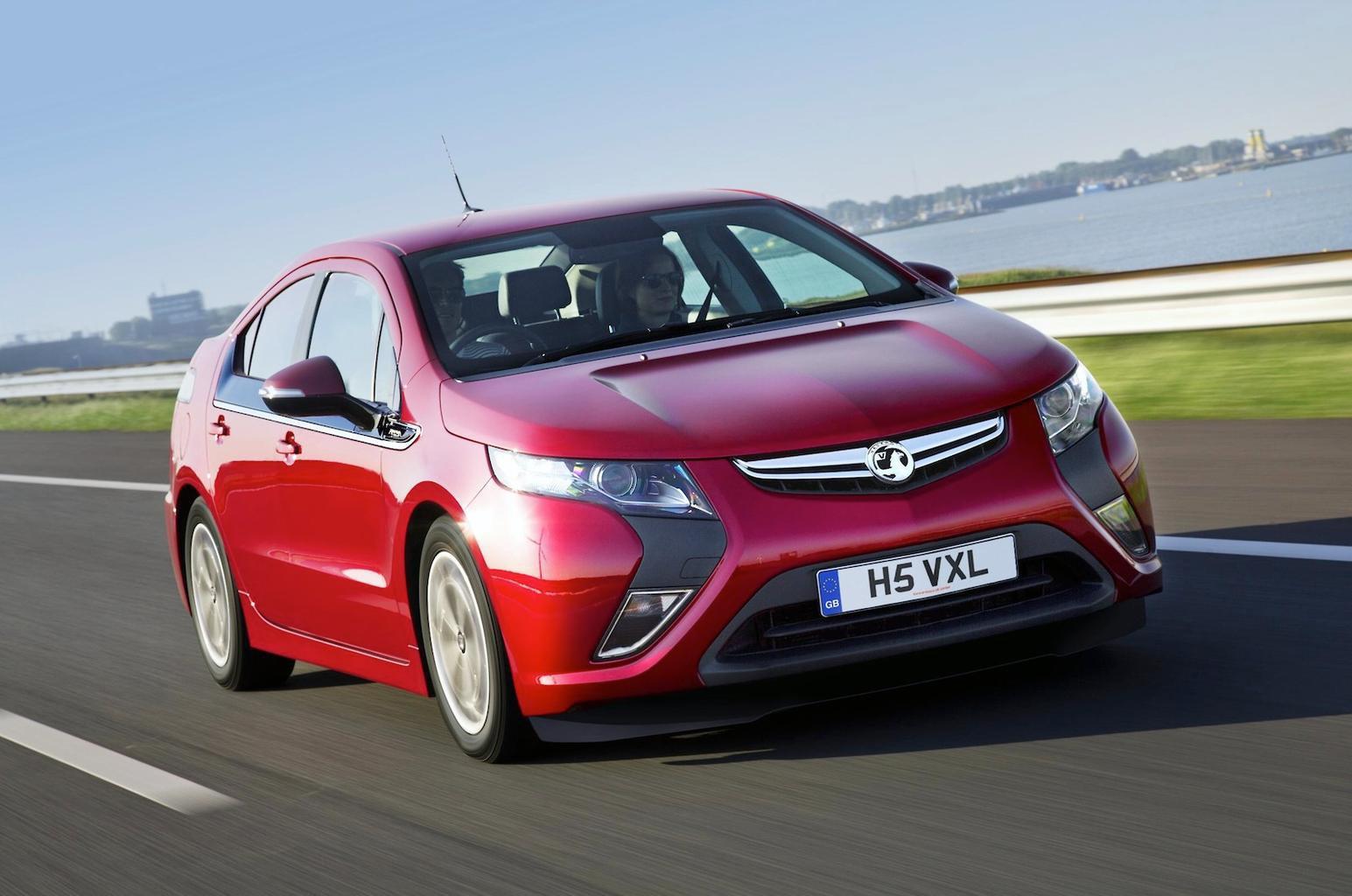Vauxhall Ampera price cut as GM backs range-extenders