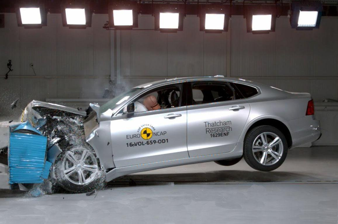 UK car buyers choose styling and entertainment options over safety kit