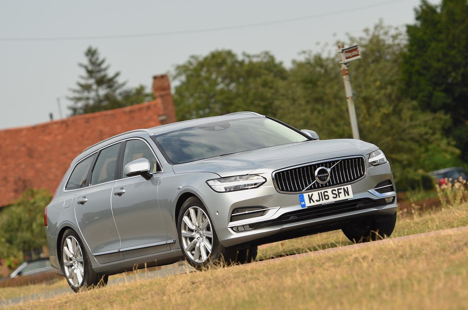 2016 Volvo V90 D4 review
