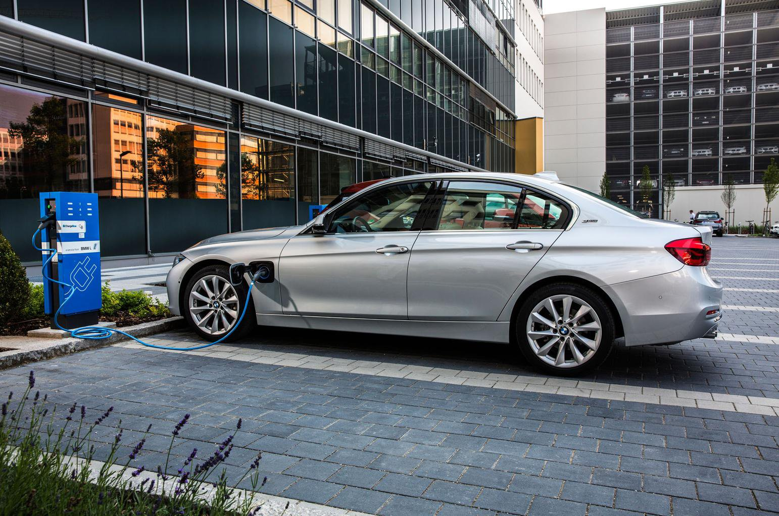 What is a plug-in hybrid car?