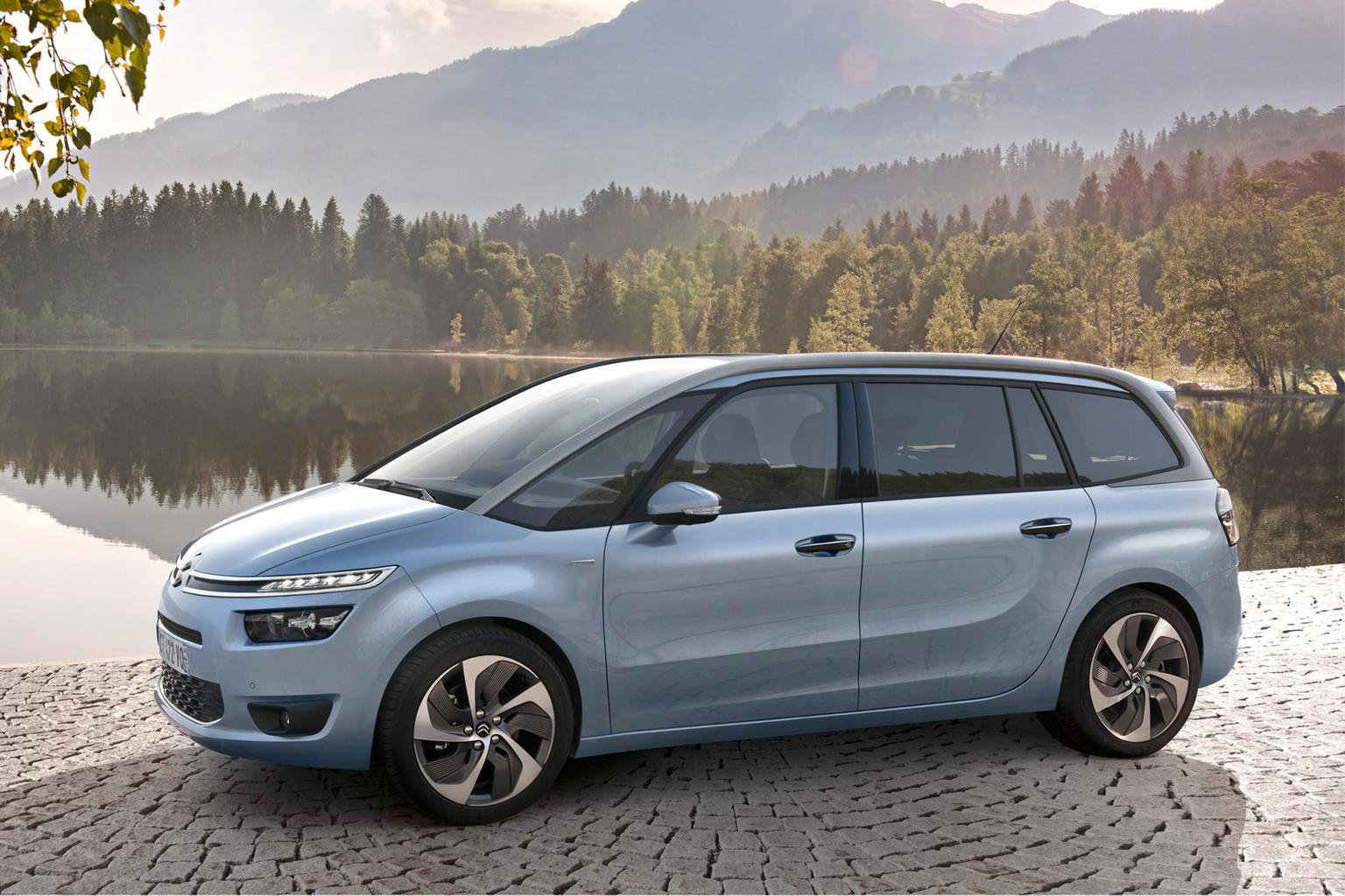 Exclusive 2014 Citroen Grand C4 Picasso preview