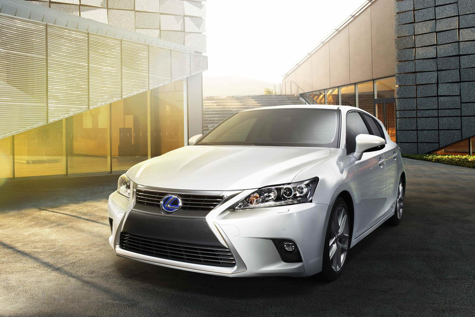 Face-lifted Lexus CT200h revealed