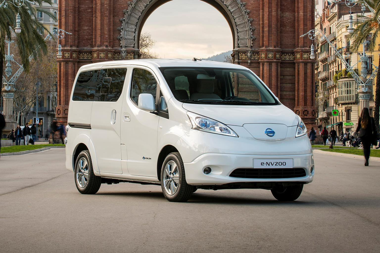 2015 Nissan e-NV200 seven-seat confirmed