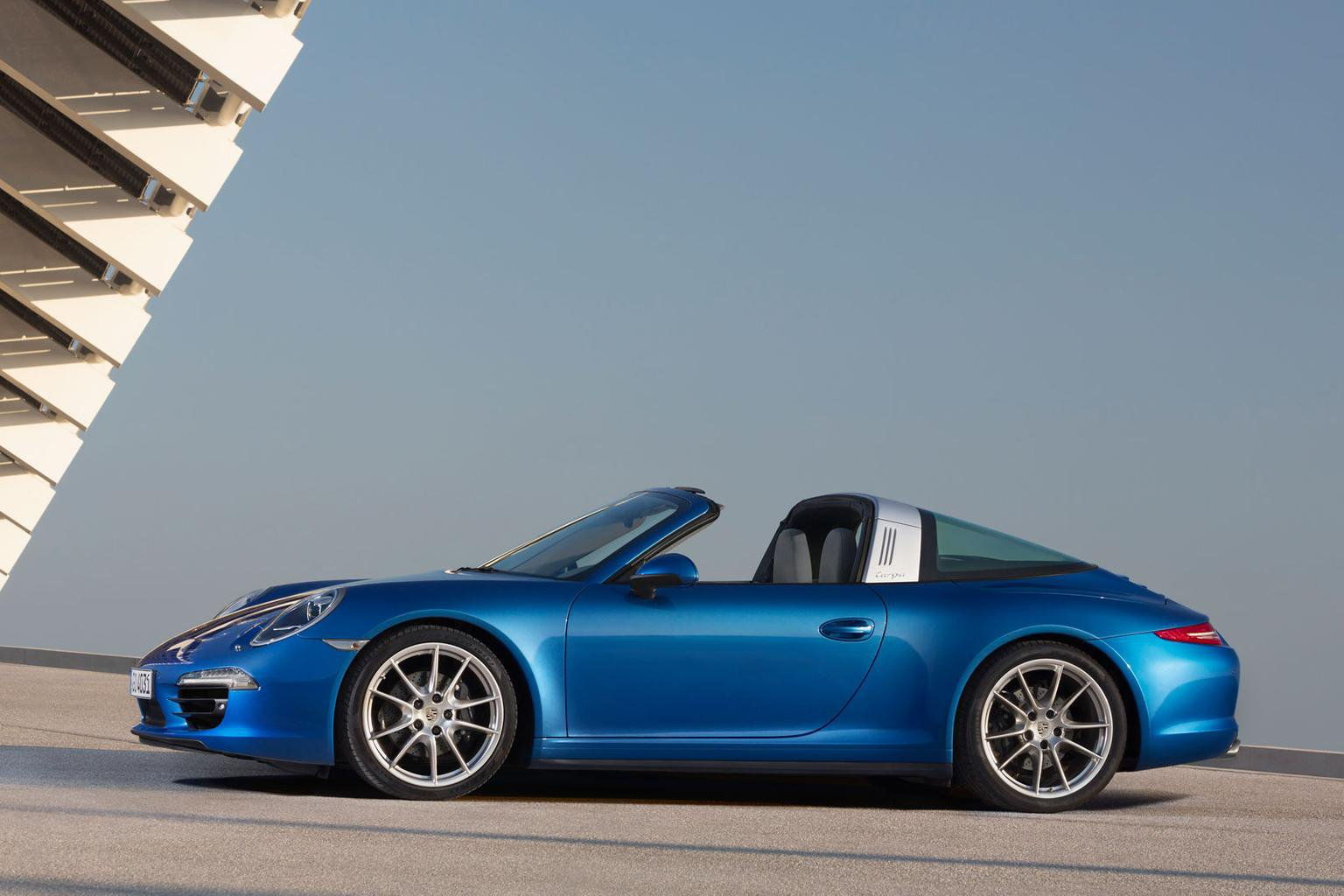 Porsche 911 Targa revealed