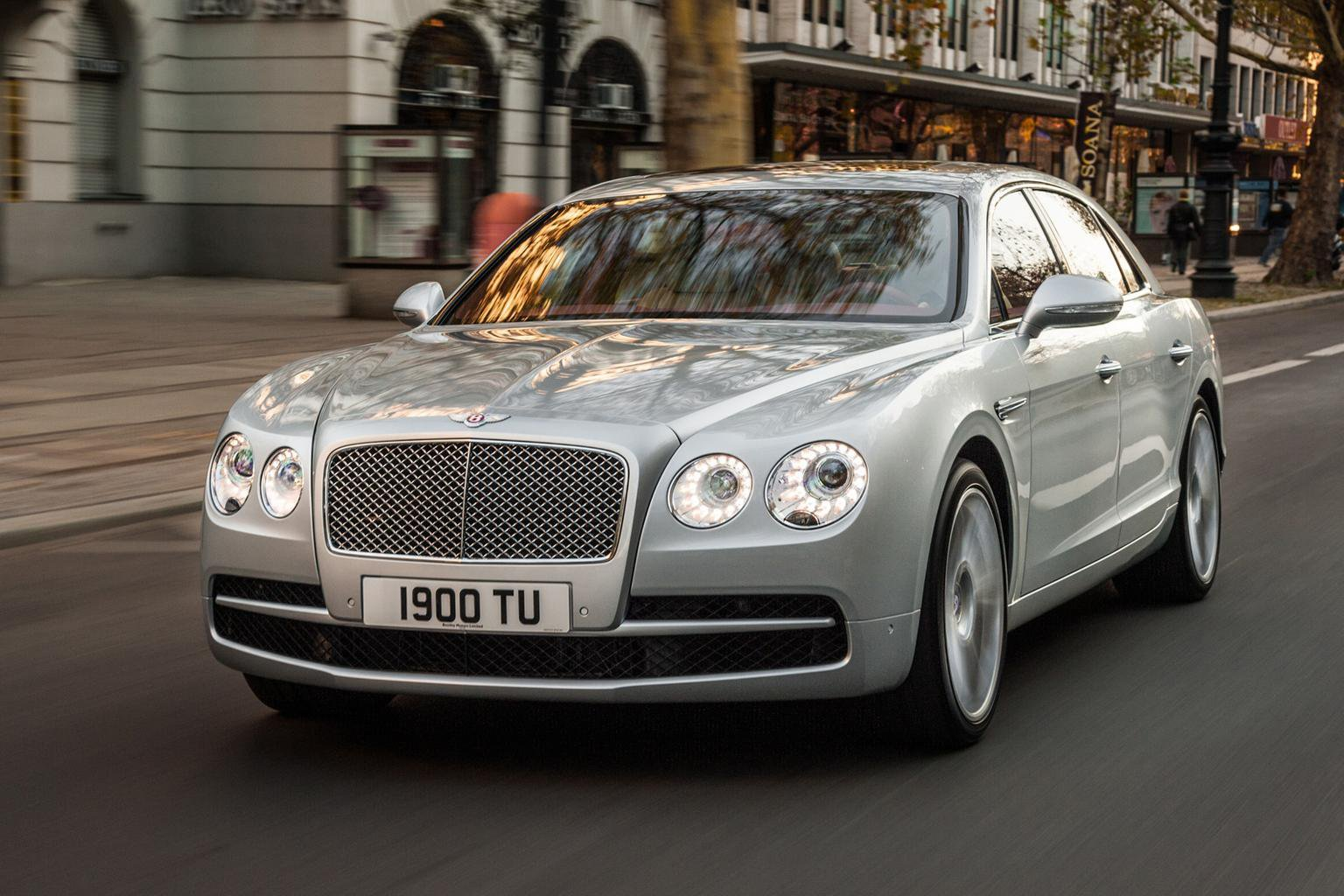 Bentley Flying Spur V8 revealed