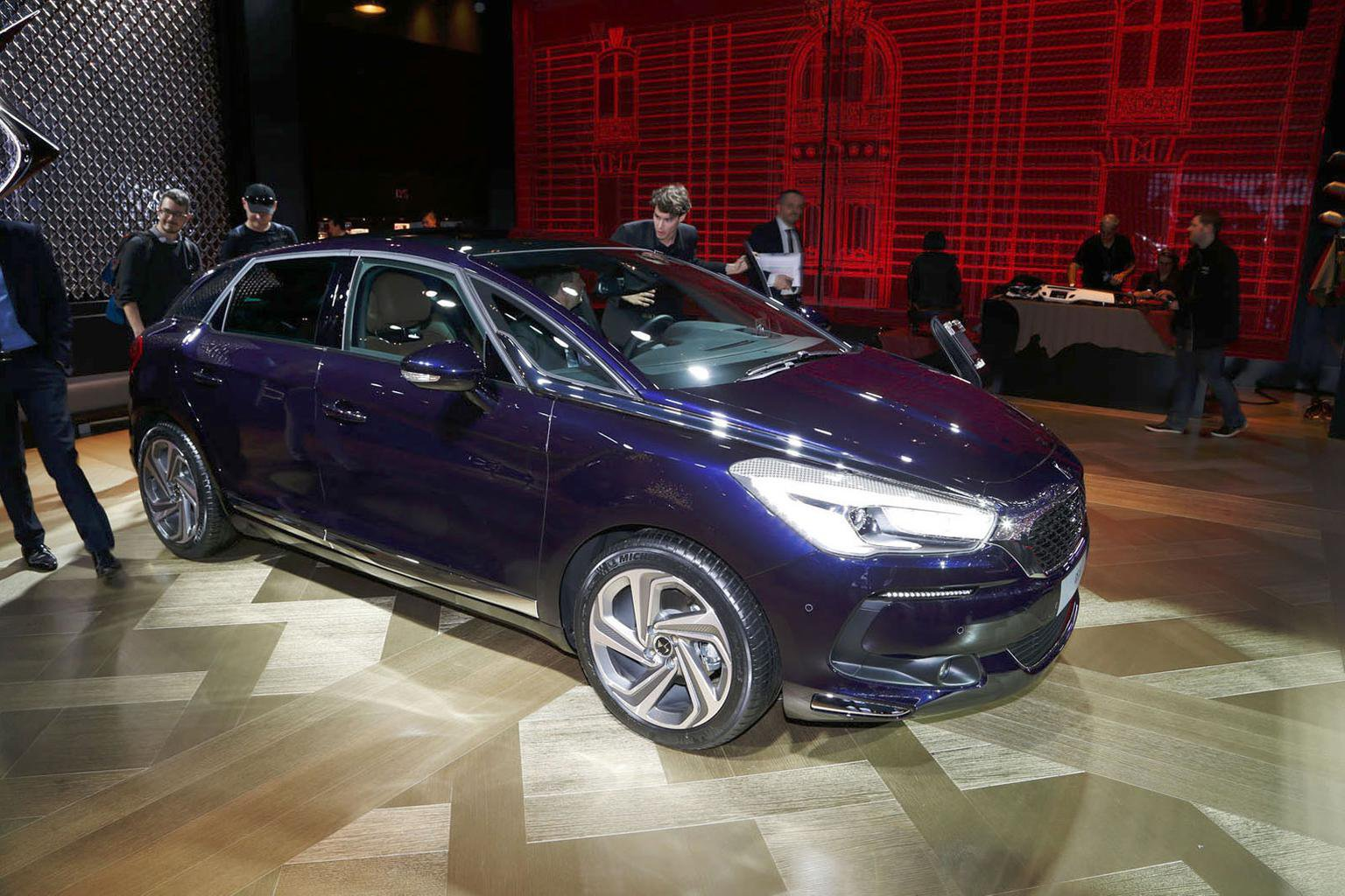 Facelifted Citroen DS5 revealed