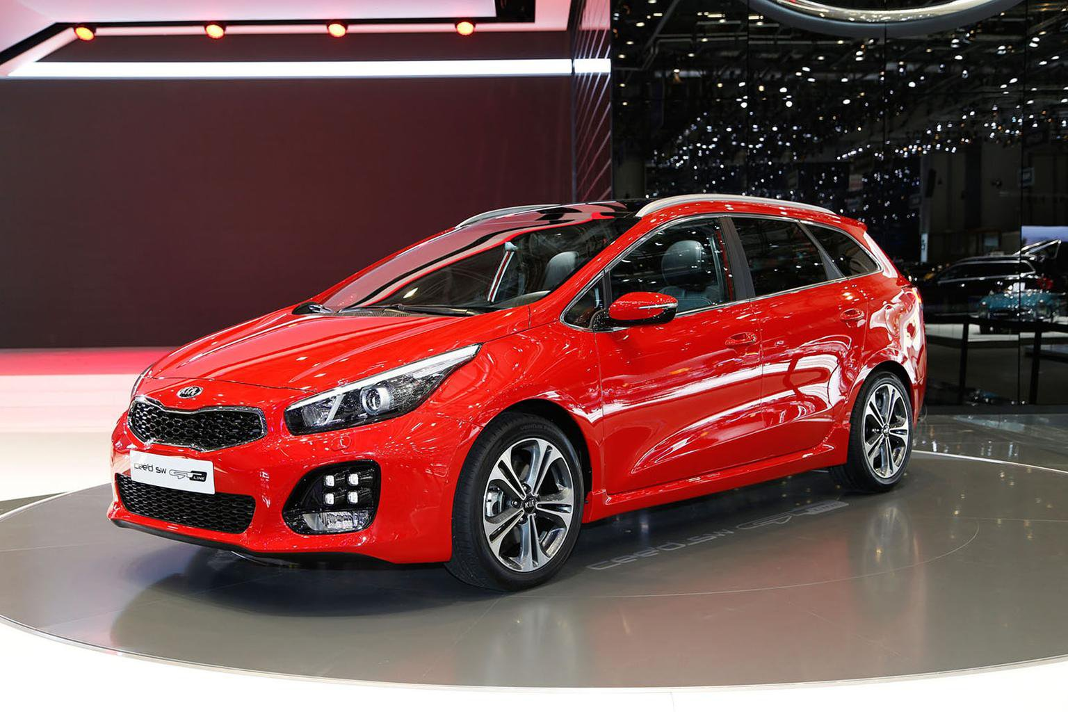 Kia Ceed GT Line revealed at Geneva motor show