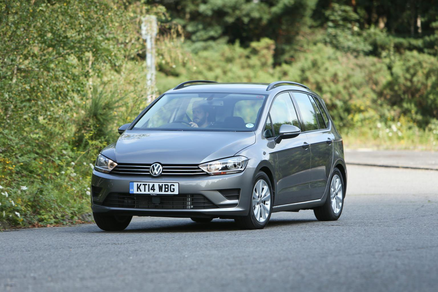 2014 Volkswagen Golf SV review