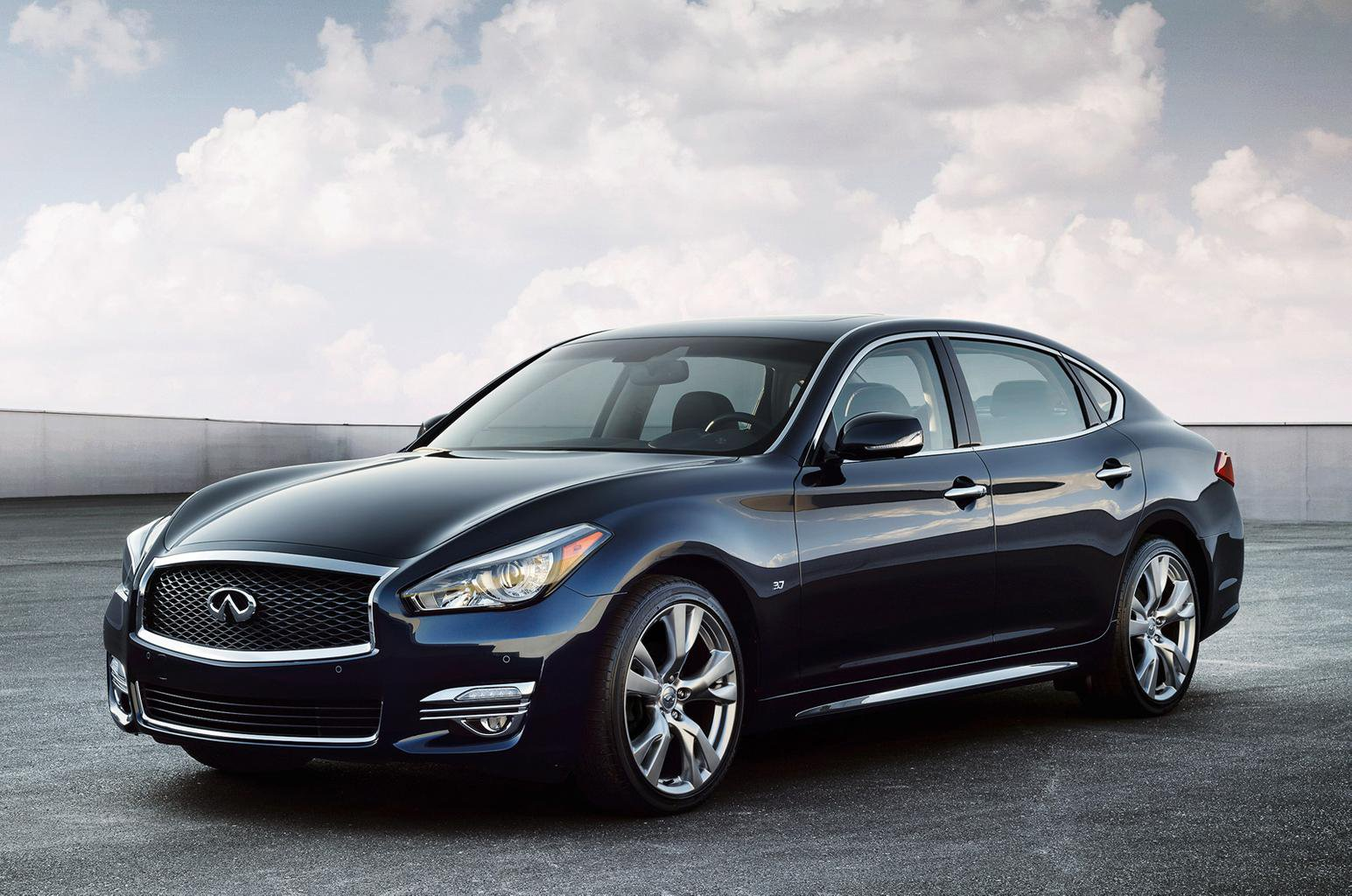 2015 Infiniti Q70 - prices and specification