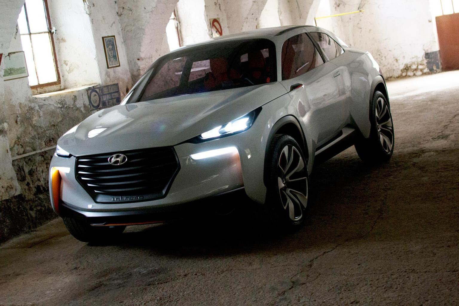 Hyundai previews hydrogen-powered SUV