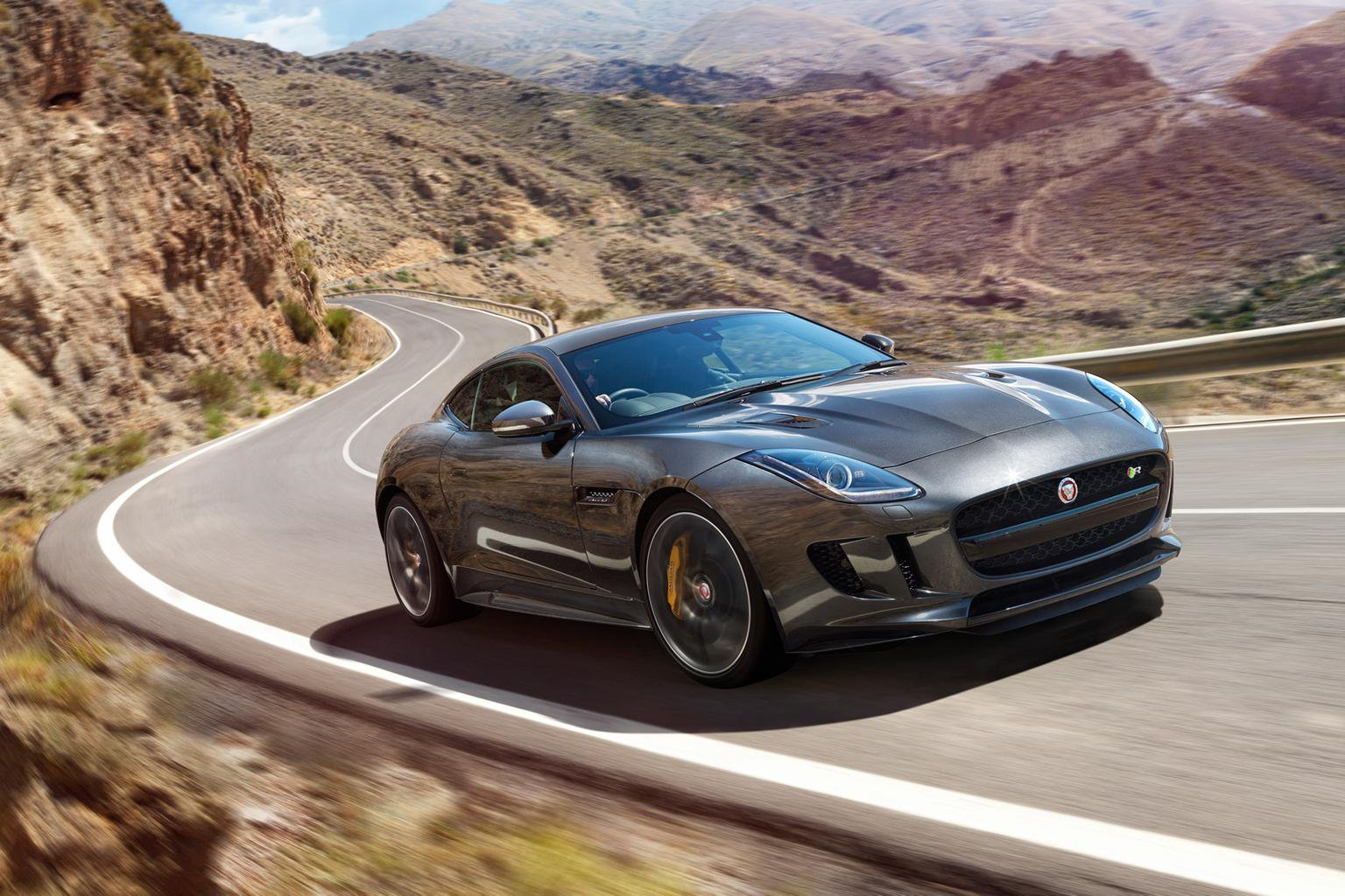 Jaguar F-type gets all-wheel drive and manual options