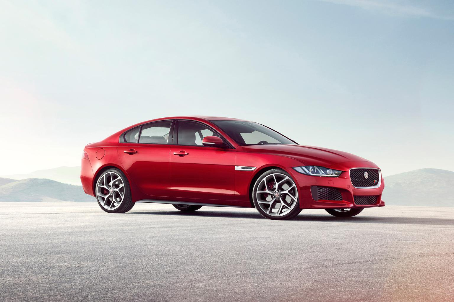 11 curious facts about the Jaguar XE