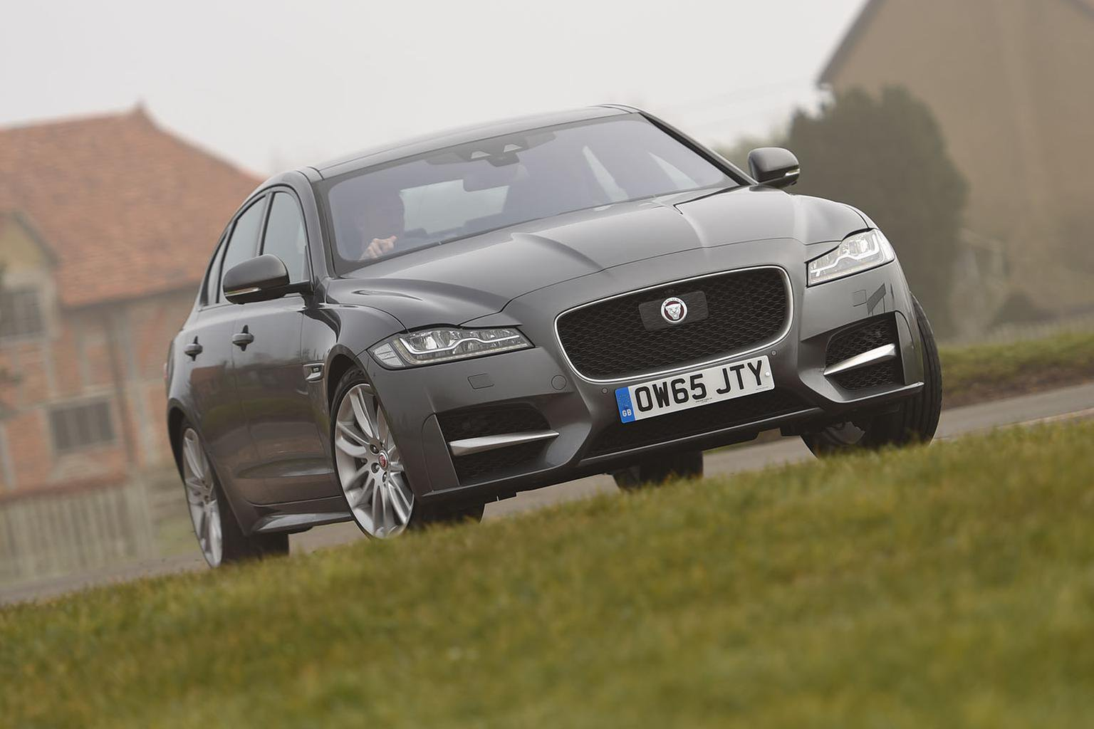 2016 Jaguar XF 2.0d 180 AWD review