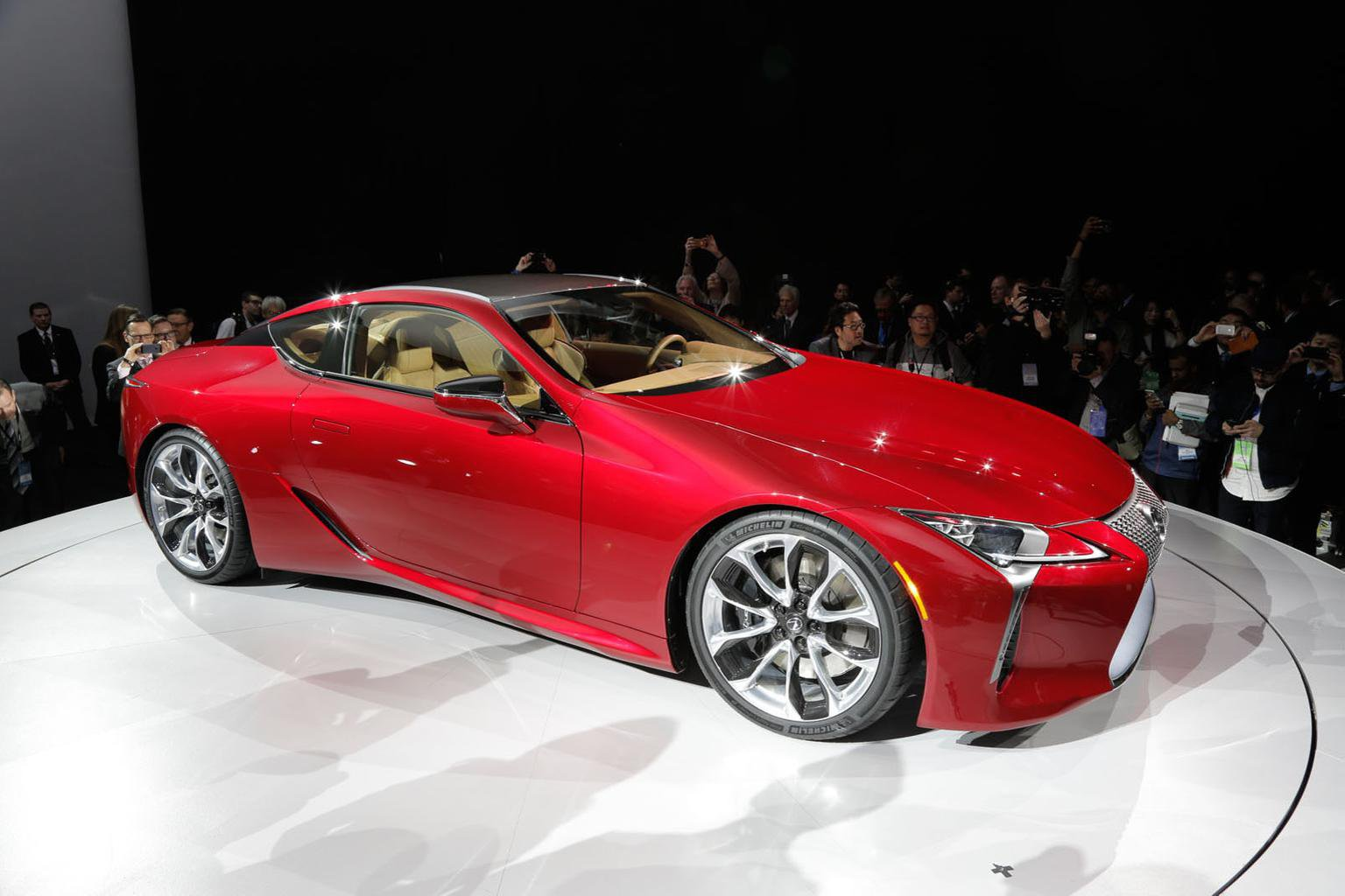 Lexus LC 500 coup unveiled at Detroit motor show