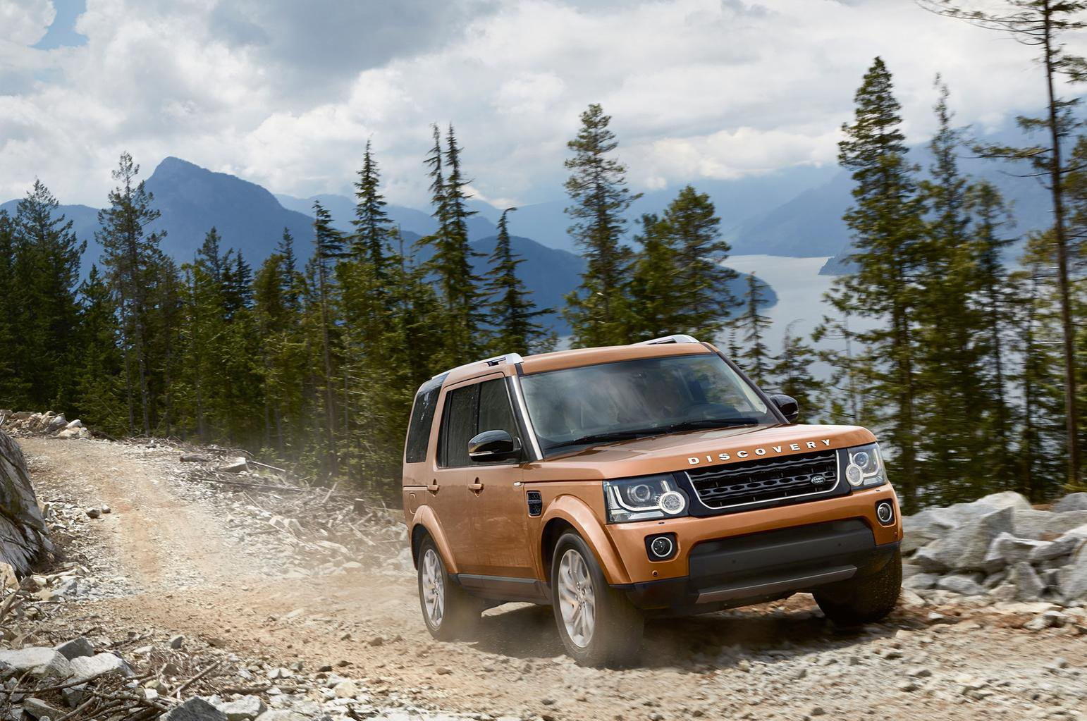 New Land Rover Discovery Landmark and Graphite trims introduced