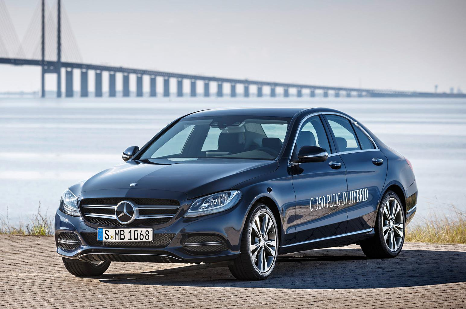 Mercedes-Benz C-Class plug-in hybrid and C450 AMG shown at Detroit