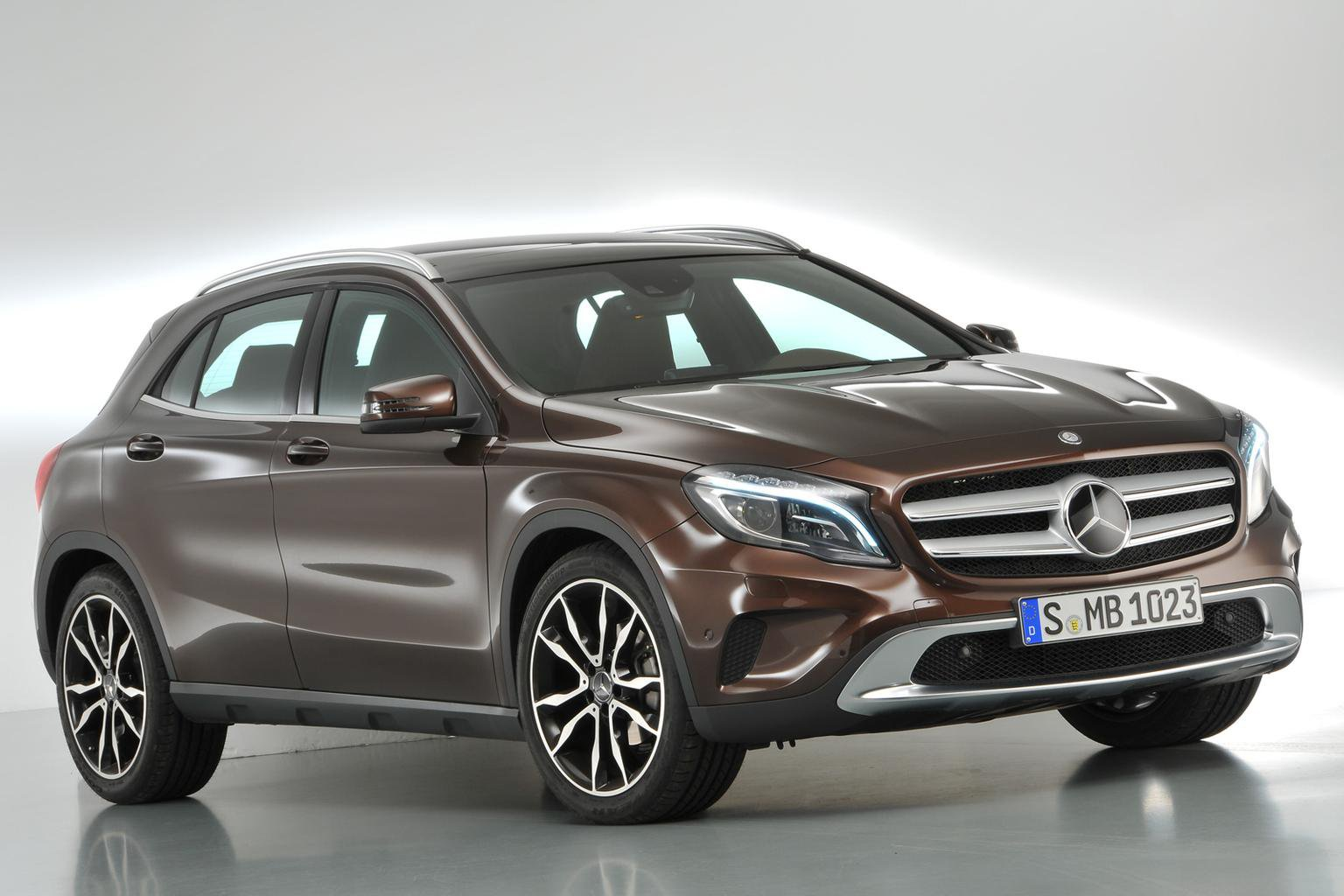 What Car? invites you to preview the Mercedes-Benz GLA