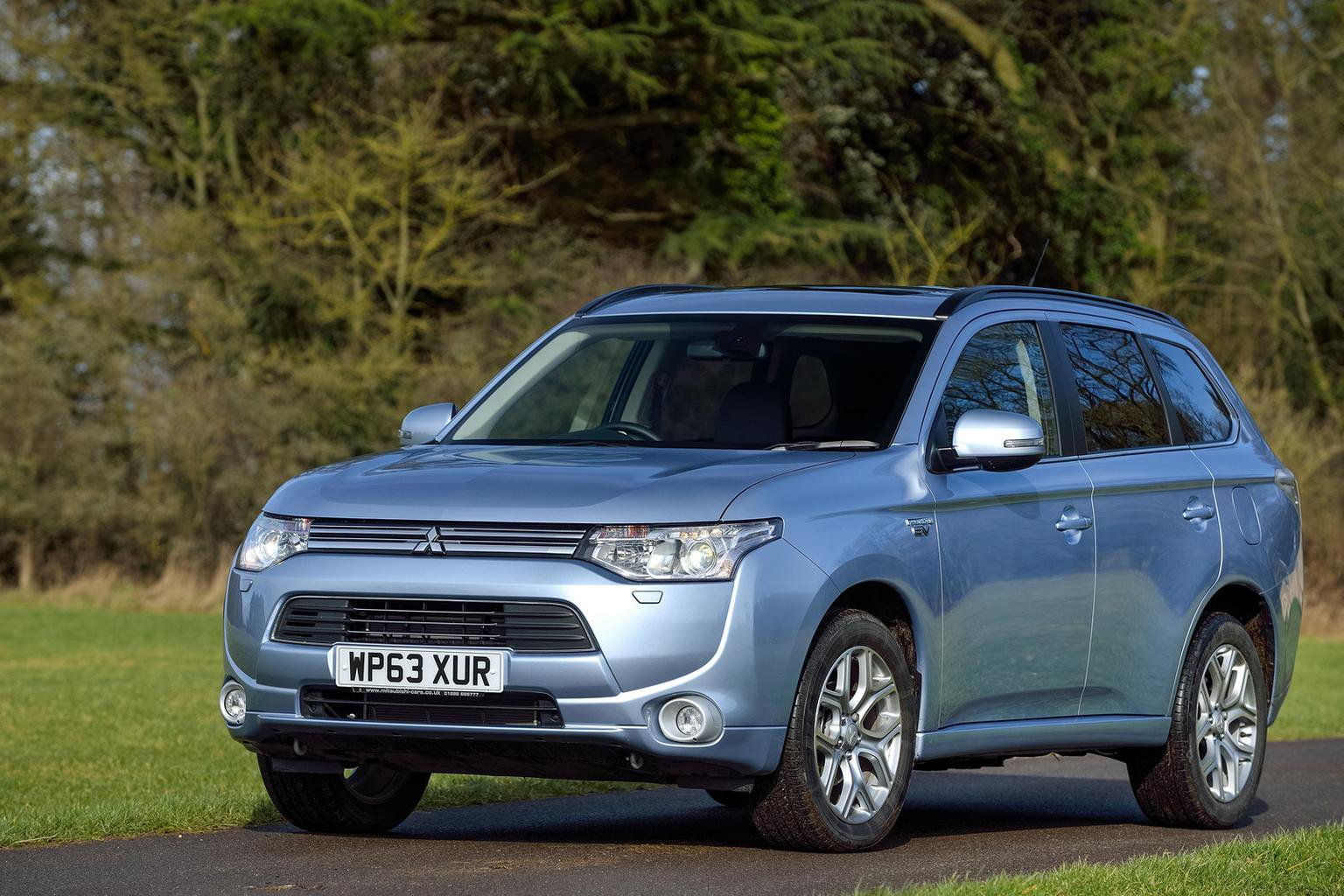 Mitsubishi Outlander PHEV priced from 28,249