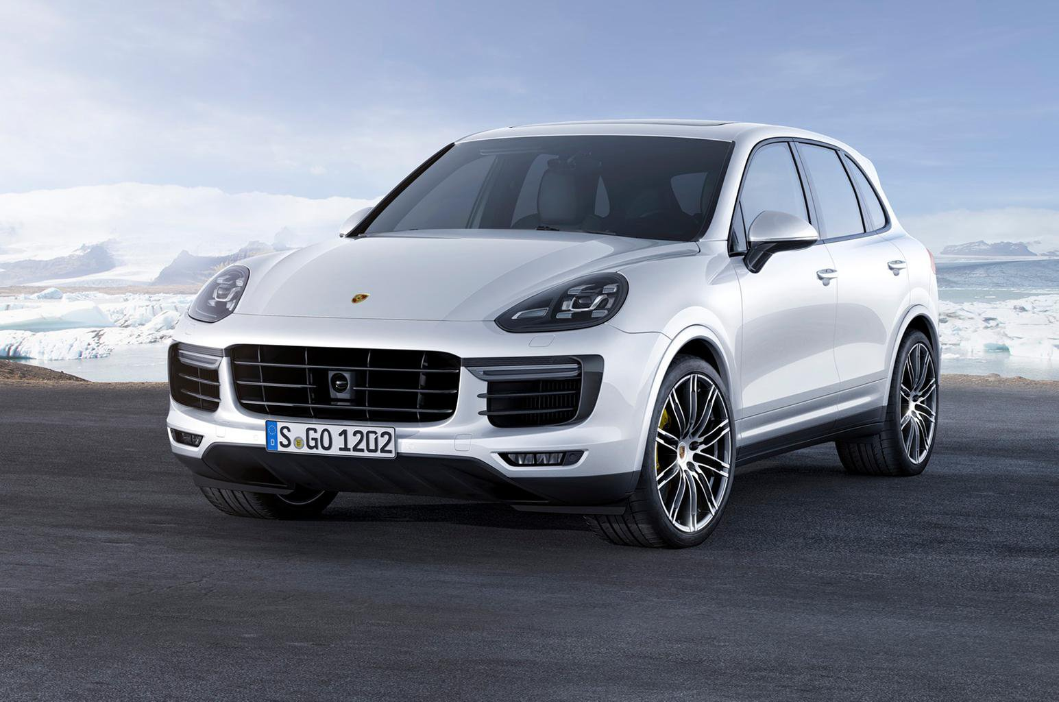 2015 Porsche Cayenne Turbo S - first pictures and details
