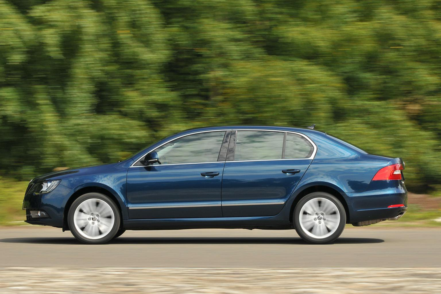 Next Skoda Superb to be saloon only