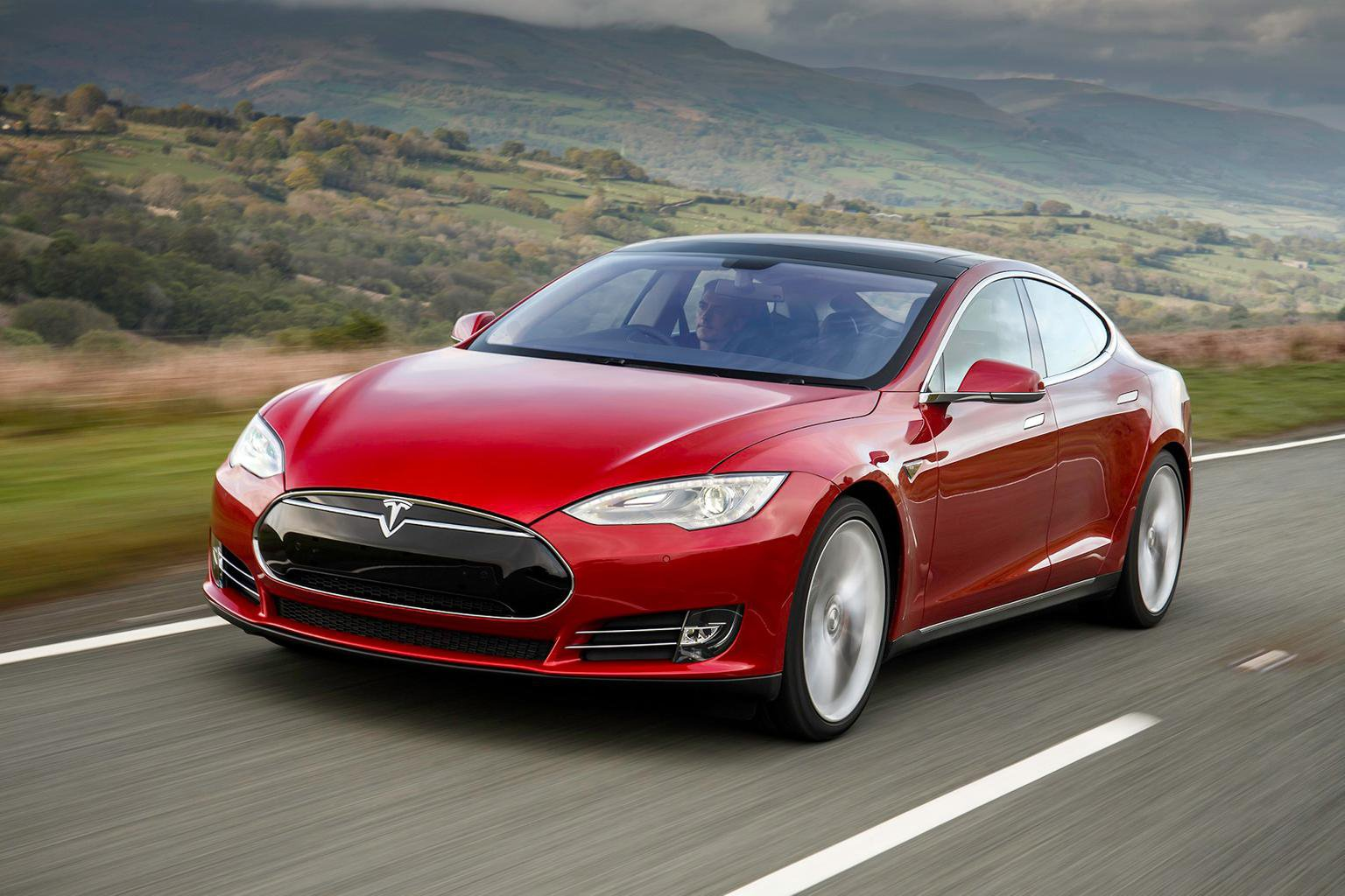 Tesla launches financing deal