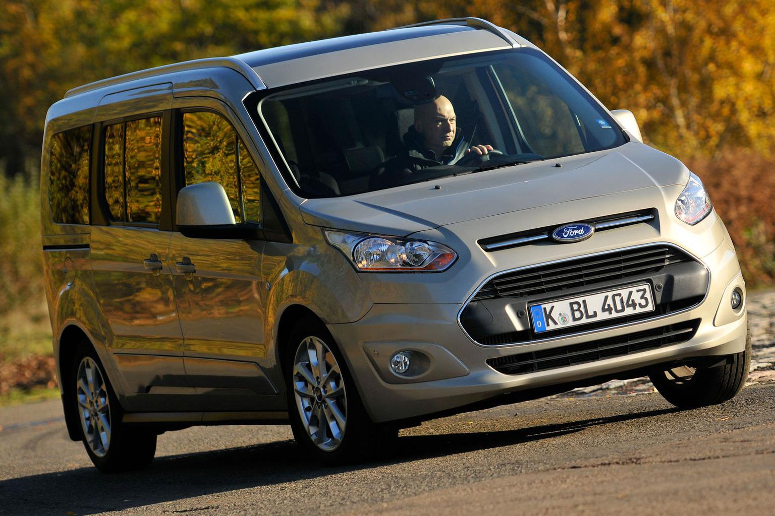2014 ford grand tourneo connect review what car. Black Bedroom Furniture Sets. Home Design Ideas