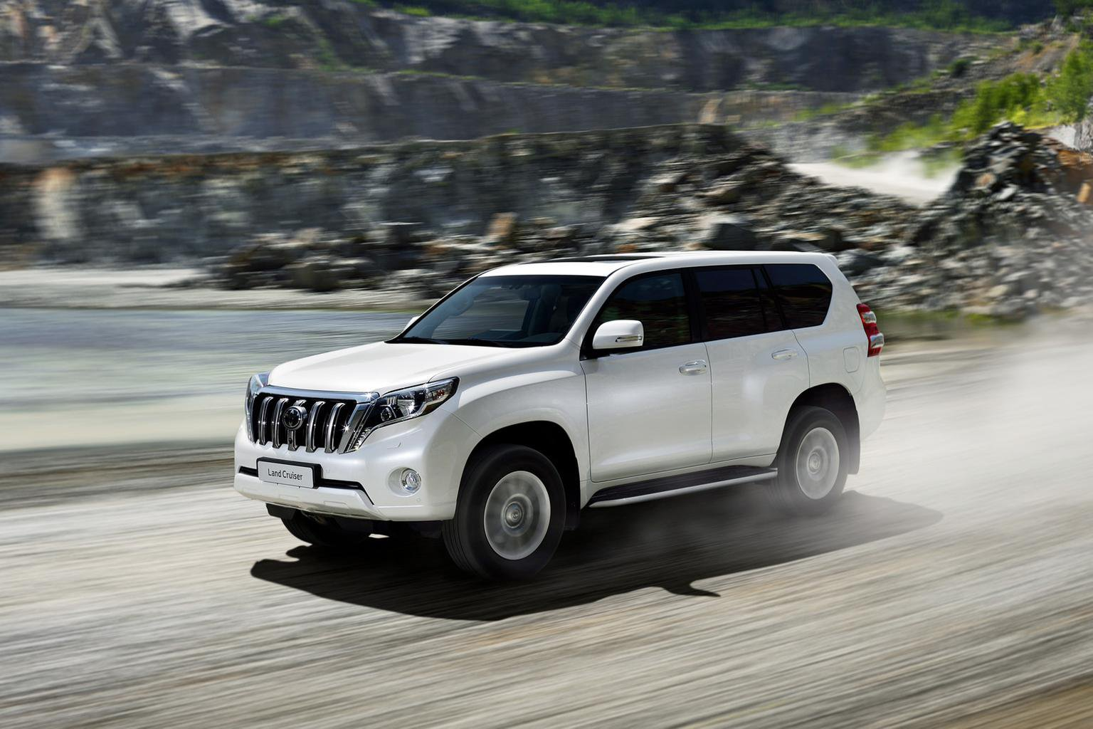 2014 Toyota Land Cruiser face-lift revealed